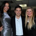 A top Janine Castro com o cirurgião plástico Dr. Ailthon Takishima e Glaura Poppe