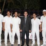 Gil Fuentes com a banda (Kiko Bispo, Maurício Esteves, Cauê Lima, Nando Padoan e Mateus Lima)