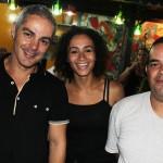 Cleiton Pereira com a esposa Daniele Santana e Drico de Oliveira, integrante fiel do Contadores de Mentira desde sua fundação