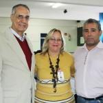 O secretário de Cultura de Suzano, Suami Paula de Azevedo; a dirigente de Ensino de Suzano, Vera Lúcia Miranda; e o diretor da escola, Jair Oliveira