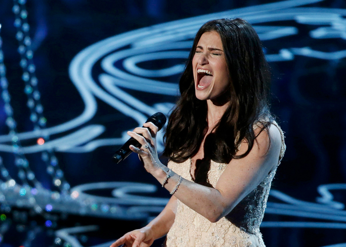 Idina Menzel cantou Let It Go de Frozen