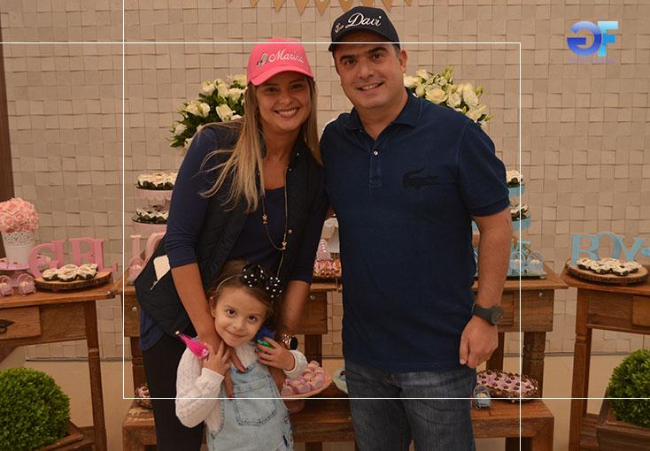 3-Maira-Paulino-e-Marcelo---Téo---Cusatis-com-a-filha-Maria-Júlia-ok