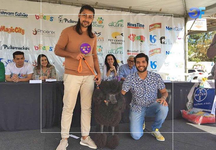 1-Melhor-Fantasia-Cão-1º-lugar--Pietra-com-Tiago-Megiati-e-Jonathan-Vilela-ok